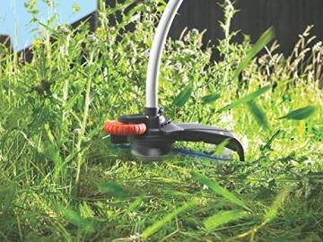 Black + Decker GL9035 Elektro-Motorsense im Einsatz