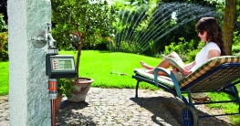 Automatisch wässern statt auf dem Schlauch stehen Foto: Gardena/akz-o
